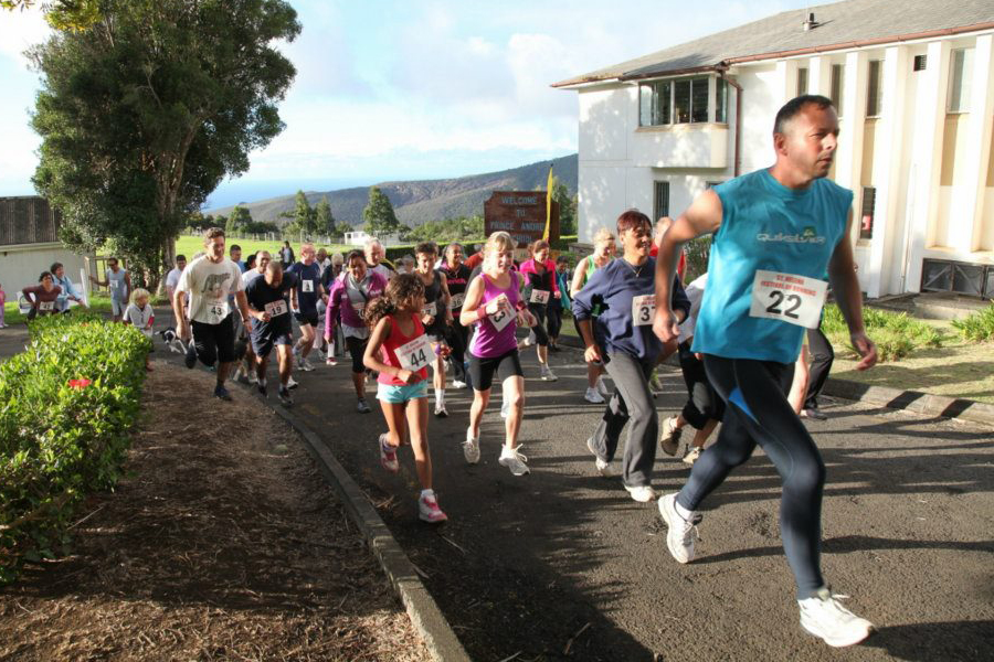 Runners head away from Prince Andrew School in the Festival of Running